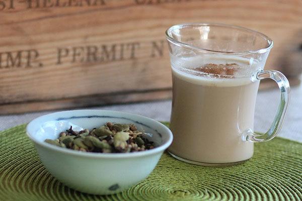 Chai Tea Latte Nedir? İçindekiler, Kalori Değeri, Faydaları, Tarifi