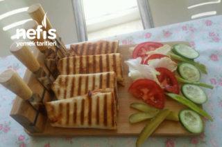 Bol Malzemeli İzmir Usulü Lavaş Ekmeğinden Tost Tarifi
