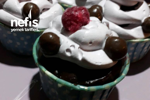 Vişneli Cup Cake (Browni Tadında) Tarifi