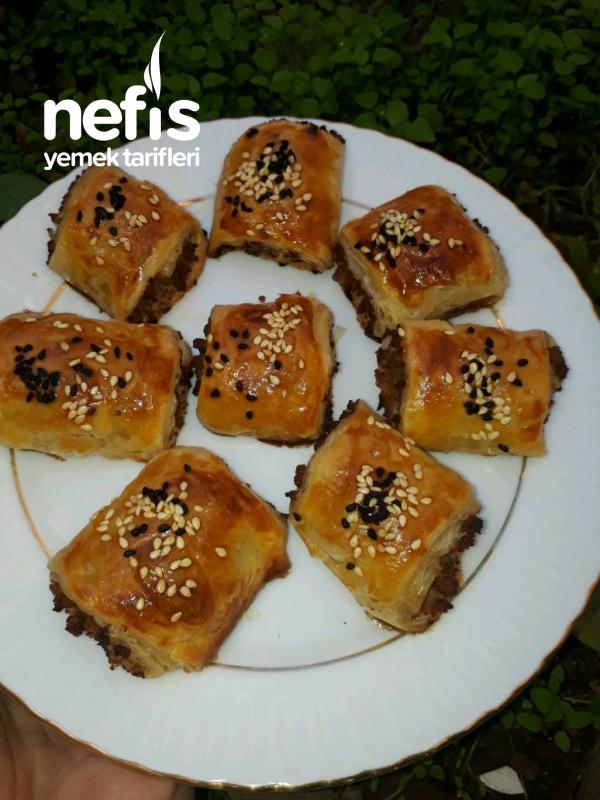 El Açması Kat Kat Kıymalı Börek (Milföy Tadında)