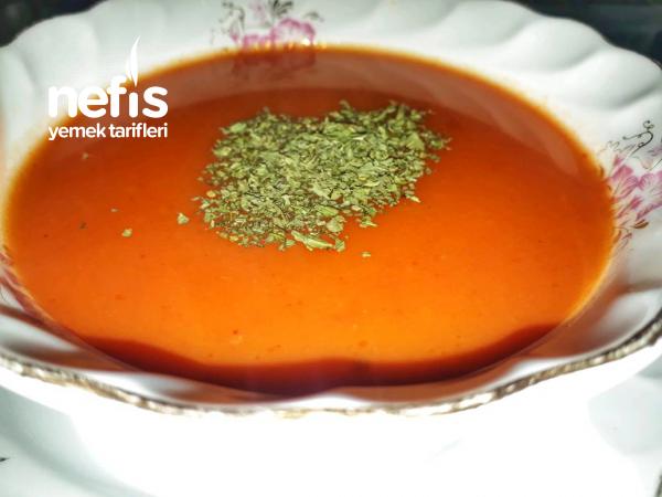 Kesme Mantılı Domates Çorbası