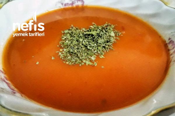 Kesme Mantılı Domates Çorbası Tarifi