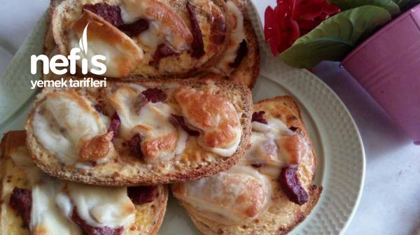 5 Dakikada Kahvaltıya Ekmek Pizzası