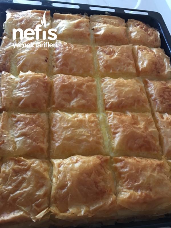 Baklavalık Yufkadan Laz Böreği