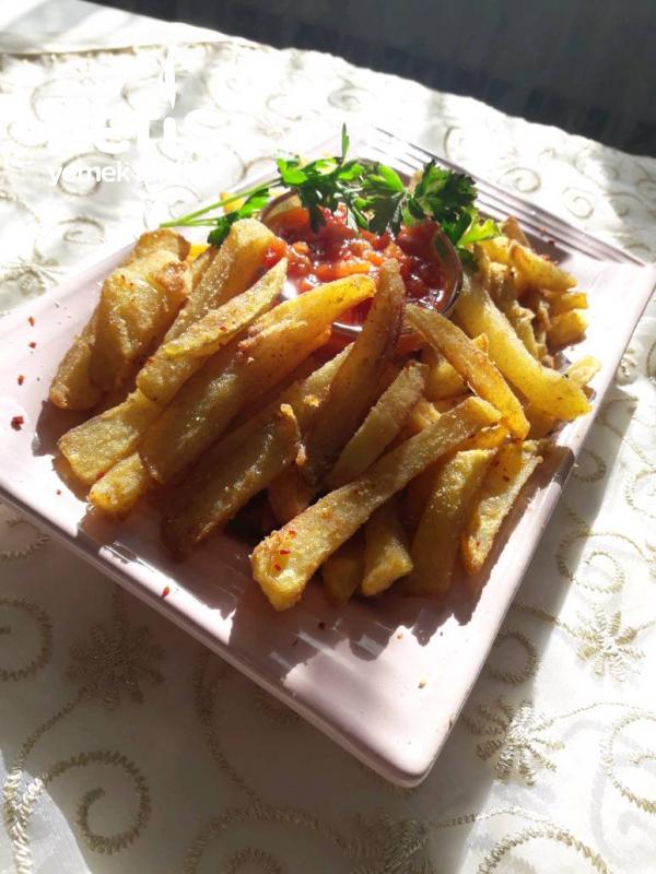Mısır Unlu ,baharatĺı,patates Kızartması( Domates Sosu Eşliğinde)