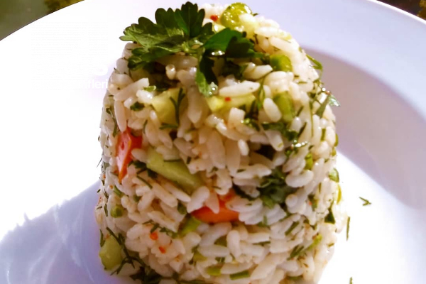 Nar Ekşili Pirinç Salatası Tarifi