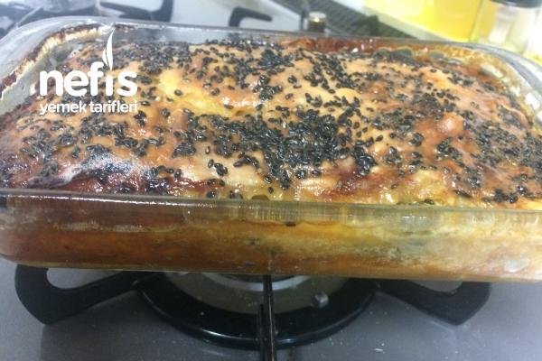 Ispanaklı Tepsi Böreği (Hazır Yufka Veya El Açması Opsiyonlu) Tarifi