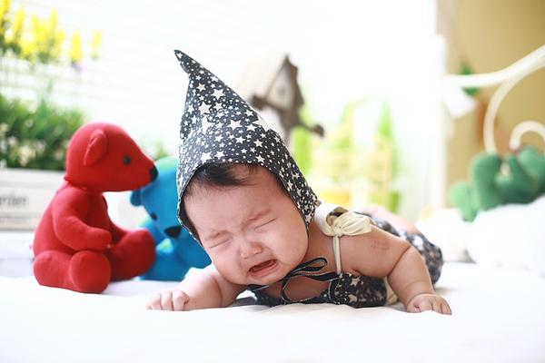 kolik bebek nasıl uyutulur