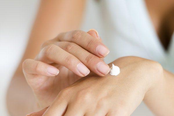 El Bakımı: Yıpranmış Elleriniz İçin Onarıcı 5 Bitkisel Bakım Maskesi Tarifi