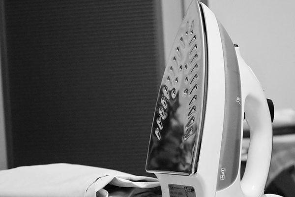 Ütünün Altı Nasıl Temizlenir? En Kolay 7 Yöntemle Yepyeni Görünüm Tarifi