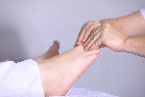 ayak bileği şişmesi neden olur