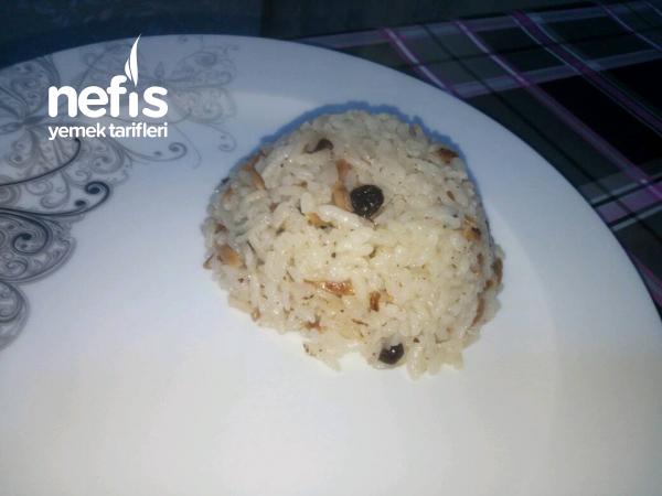 Kuş Üzümlü Pirinç Pilavı