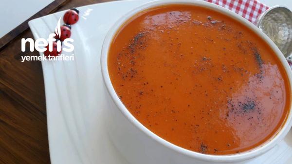 Tam Kıvamında Unsuz Domates Çorbası