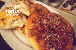 Çayın Yanına Atıştırmalık Salçalı Ekmek Tarifi