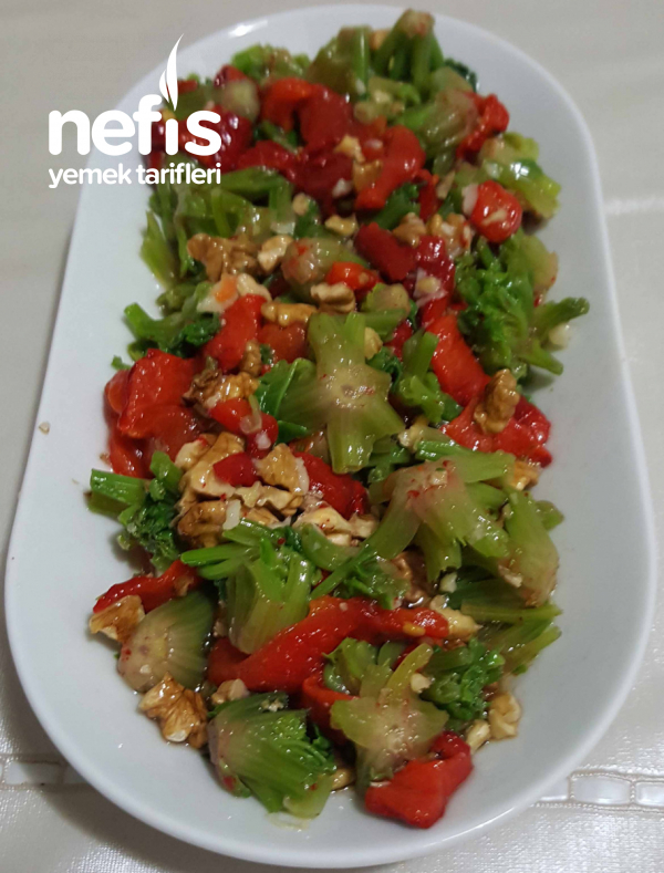 Nefis Ispanak Kökü Salatası