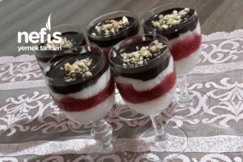 Vişneli Çikolata Soslu Muhallebi Kupları Tarifi