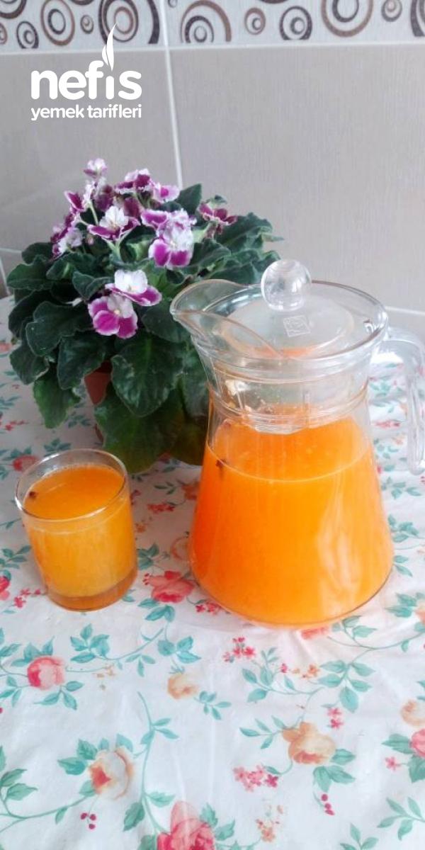 Mandalina Ve Limonlu Meyve Suyu