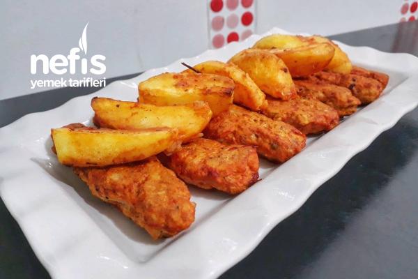 Leziz Baharatlı Tavuk Köftesi (Patates Eşliğinde) Tarifi