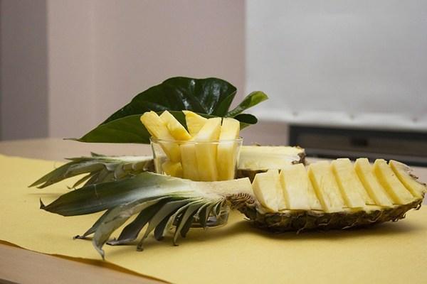 1 ince dilim ananas kaç kalori