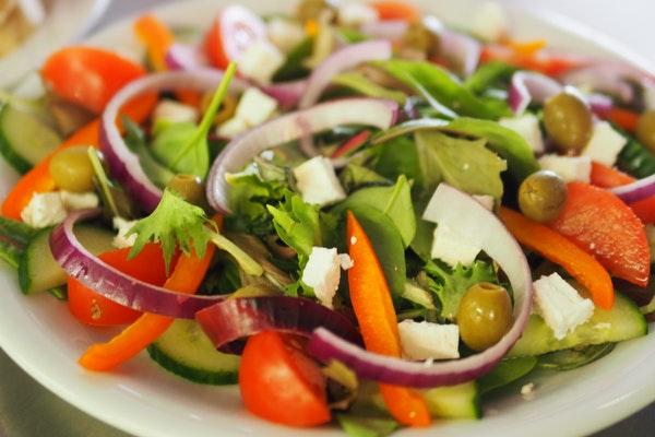 tavuklu salata kaç kalori