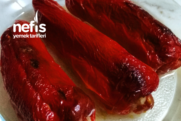 Teremyağlı Fırında Kırmızı Biber Dolması Tarifi