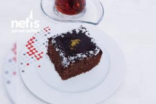 Browni Tadında Çikolata Soslu Kek Tarifi