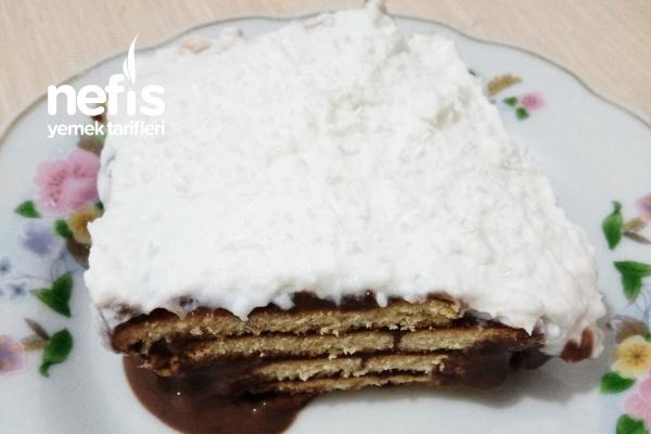 Krem Şantili Pudingli Bisküvi Pastası Tarifi