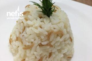 Tane Tane Pirinç Pilavı (Şehriyeli) Tarifi