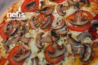 Tadına Doyamayacağınız İnce Hamur Pizza (Özel Sosu İle Birlikte) Tarifi