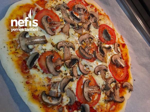 Tadına Doyamayacağınız İnce Hamur Pizza( Özel Sosu İle Birlikte)