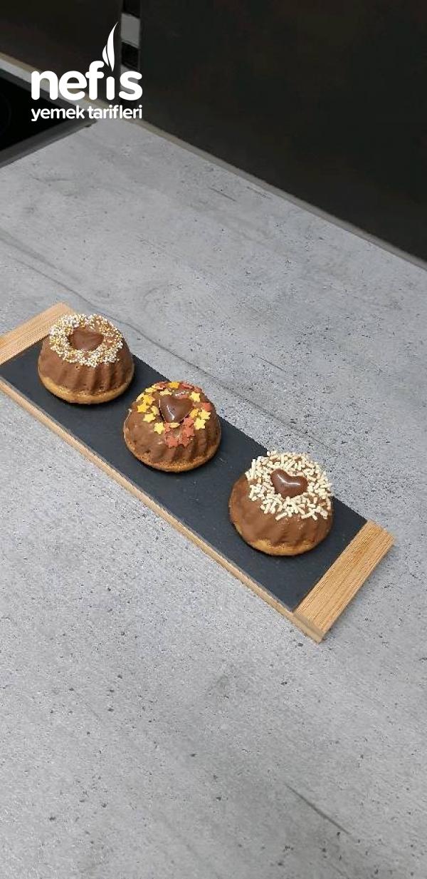 Çikolata Soslu Minik Süslü Kekler (mini Gugelhupf)