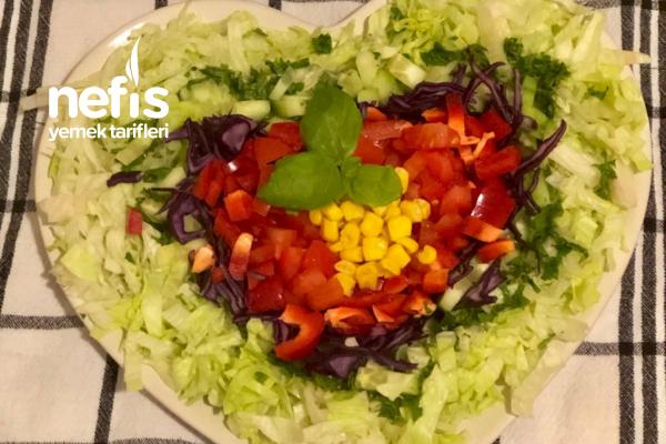 Çok Kolay Gökkuşağı Salatası – Kalpli Sunum Tarifi