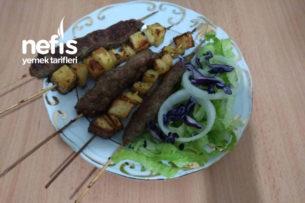 Şişde Köfte Ve Baharatlı Patates Tarifi