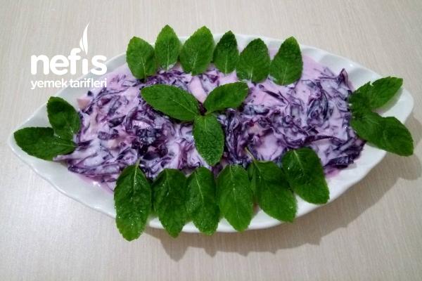 Yoğurtlu Kırmızı Lahana Salatası Tarifi