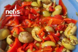 Zahterli Köz Kırmızı Biberli Yeşil Zeytin Salatası Tarifi