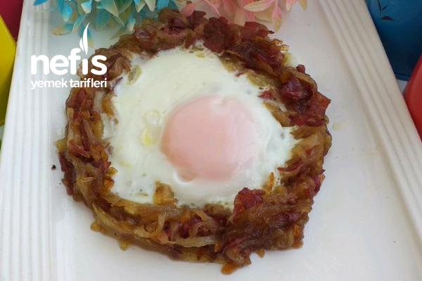 Yumurta-i Hümayun (Osmanlı Mutfağı Soğanlı Yumurta) Tarifi
