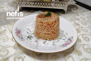 Domatesli Pirinç Pilavı (Yaz Konservesiyle) Tarifi