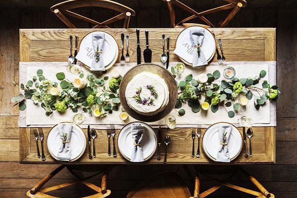 7 Adımda Masa Süsleme Fikirleri – Özel Yemek Davetleriniz İçin Birebir Tarifi