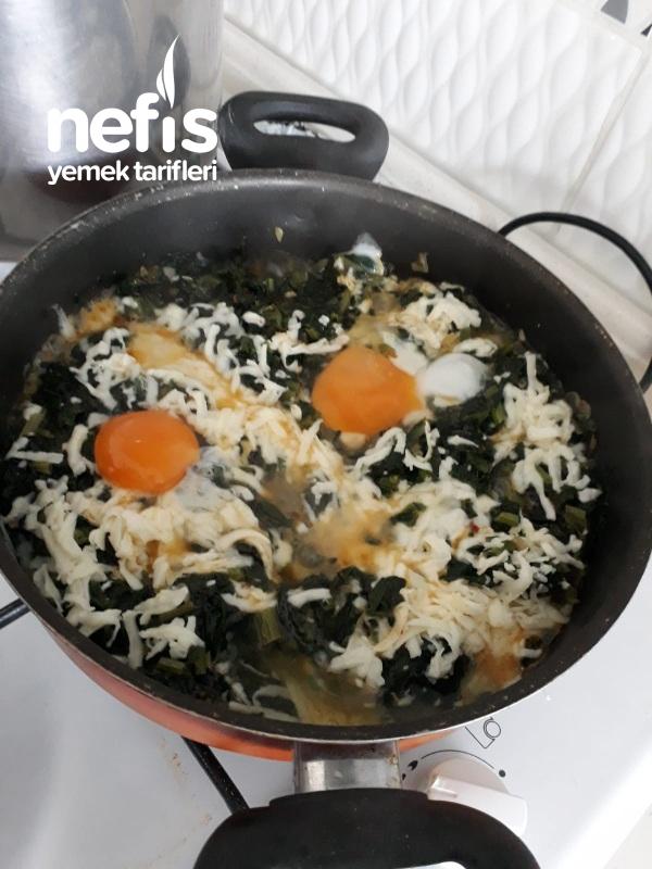 Kaşarlı Yumurtalı Ispanak