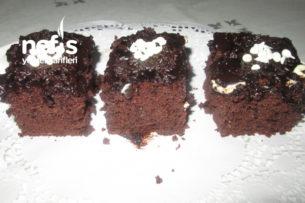 Fındıklı Çikolatalı Sosu Islak Kek Tarifi