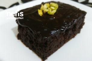 Bol Bol Çikolata Soslu Islak Kek (Browni Tadında) Tarifi
