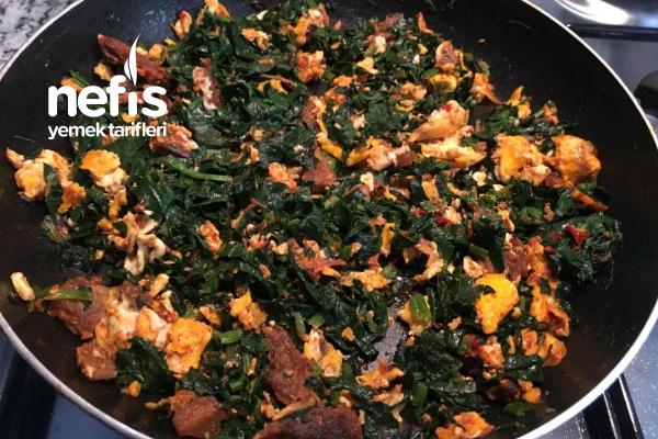 Nefis Bir Kahvaltılık Kavurmalı Ispanak Tarifi