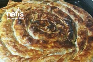 Pratik Hazır Yufkadan Ispanaklı Peynirli Börek Tarifi