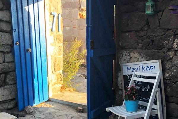 mavi kapı assos