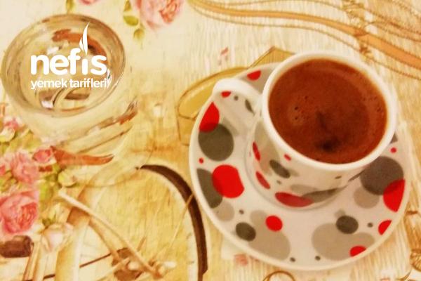 Bol Köpüklü Türk Kahvesi (Orta Şekerli) Tarifi