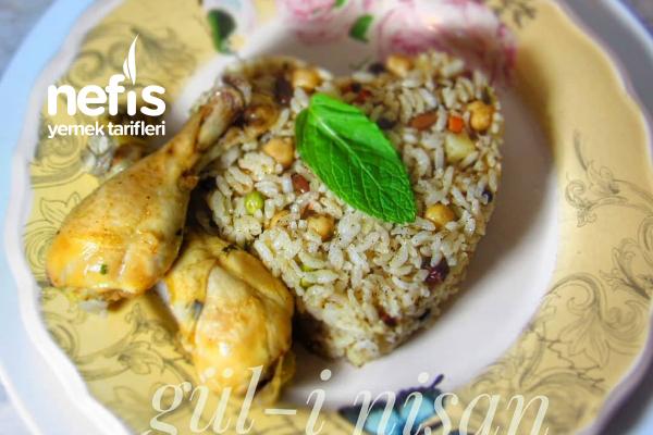 Tavuklu Garnitürlü Pilav (Mevlütlerde, Bayram Yemeklerinde Kullanabileceğiniz Bir Tarif) Tarifi