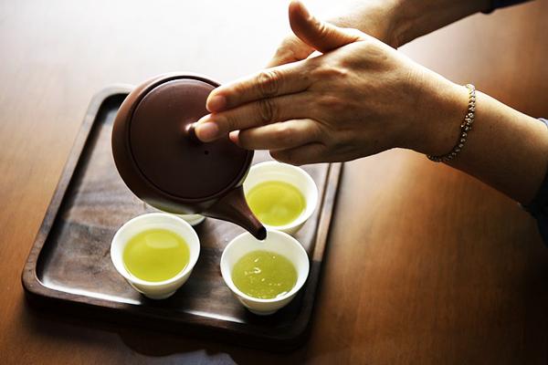 japon kadınları yeşil çay maskesi