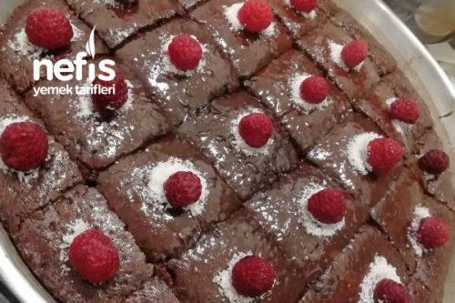 Islak Kek Çikolata Soslu Tarifi