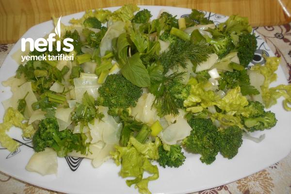 Beyaz Lahanalı Brokolili Yeşil Salata Tarifi