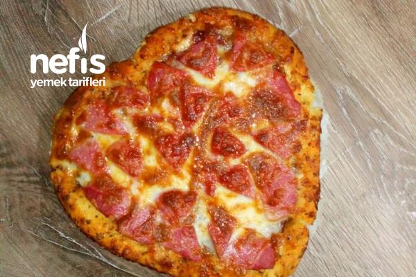 Kalpli Pizza (Sevgililer Gününe Özel) Tarifi